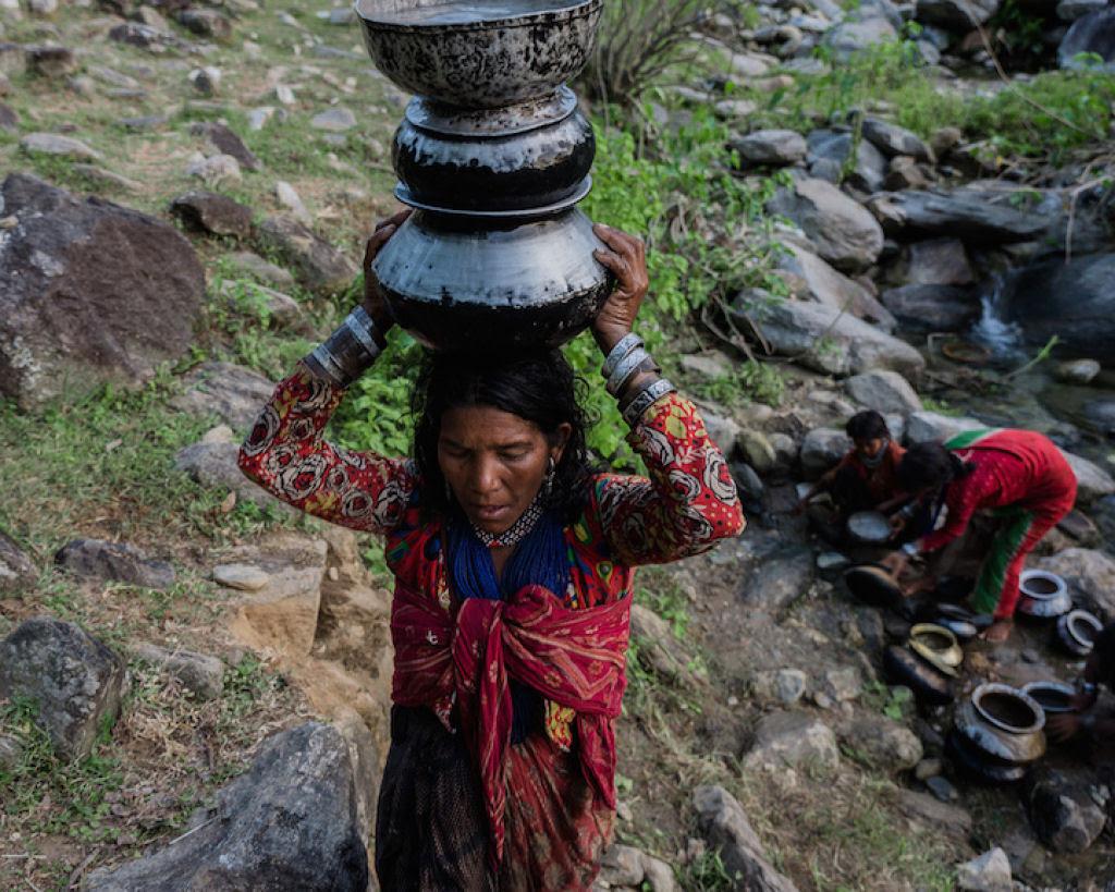 Fotógrafo documenta os últimos caçadores-coletores de tribo do Himalaia 10