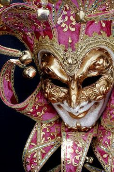 Mardi Gras mask in gold and pink Love The Mask  :)