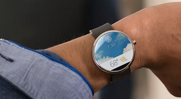 Motorola Moto 360 smartwatch showing the weather