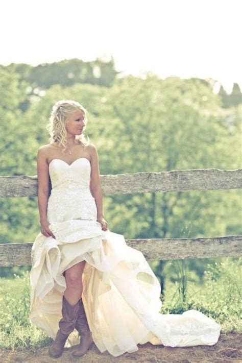 Cowboy boots and wedding dress   Ashley   Pinterest