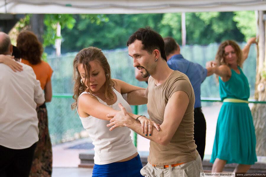 Танцы в Екатерининском парке в Москве