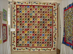 pieced quilt with appliqued border
