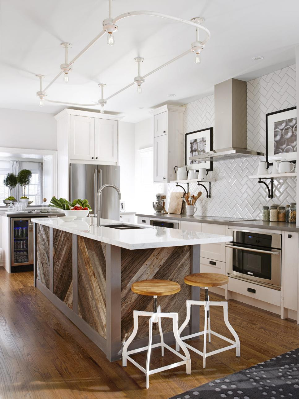 20 Dreamy Kitchen Islands | HGTV