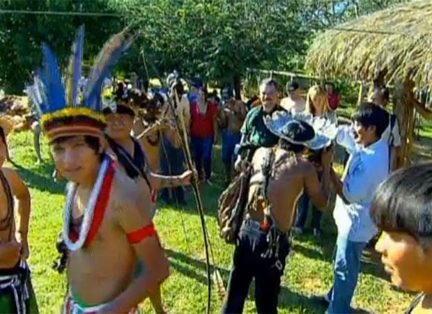 Indígenas da aldeia pater-suruí, que vivem em área de floresta amazônica no Norte do país (Foto: Reprodução/TV Globo)