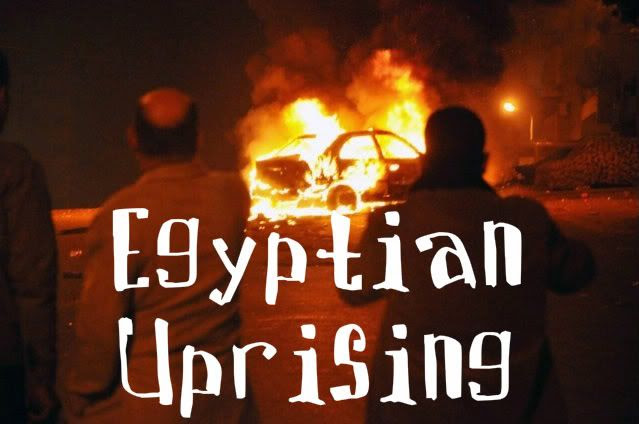 Egyptian rioters burn cars in the streets of Cairo