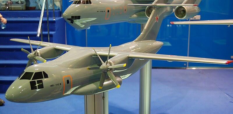 File:Maquette Ilyushin Il-112.jpg