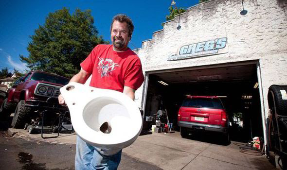 Hitler s toilet has turned up at an American car garage