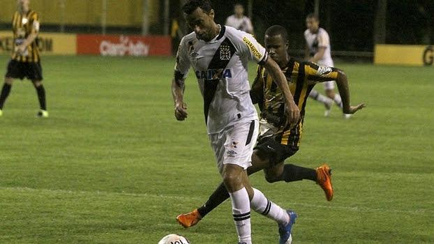 Nenê fechou o placar no fim e chegou a quatro gols no Carioca