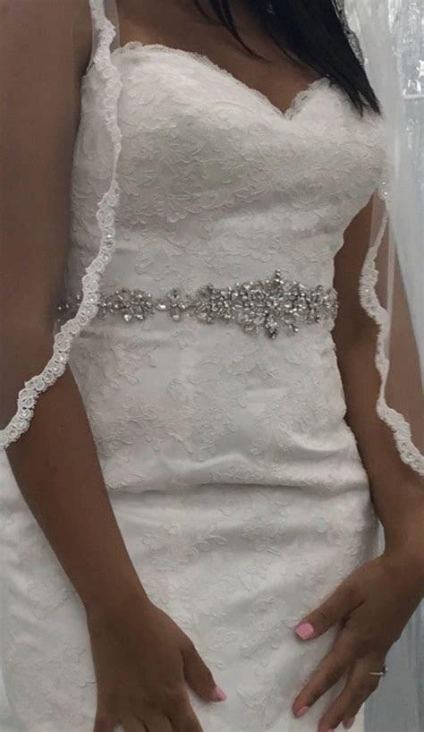 David's Bridal 'V3680' size 8 new wedding dress   Nearly