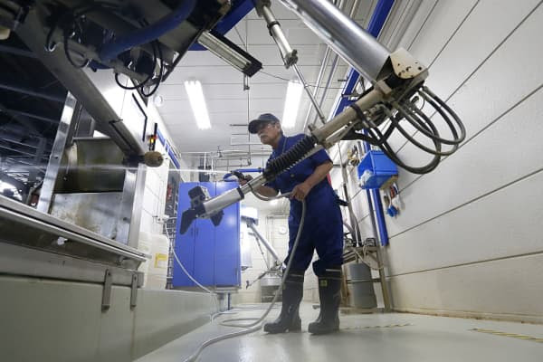 Robots working with man, work place
