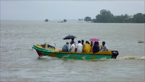 Sri Lankans affected by floods, January 2011