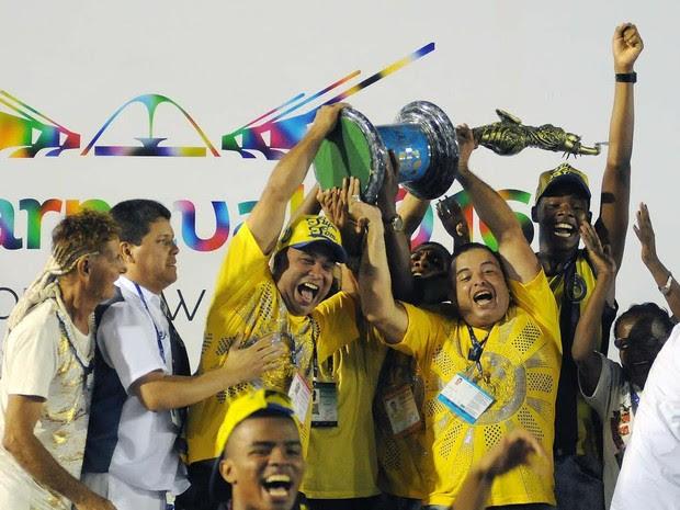 Paraíso do Tuiuti comemora título da Série A do carnaval do Rio (Foto: Alexandre Durão/G1)