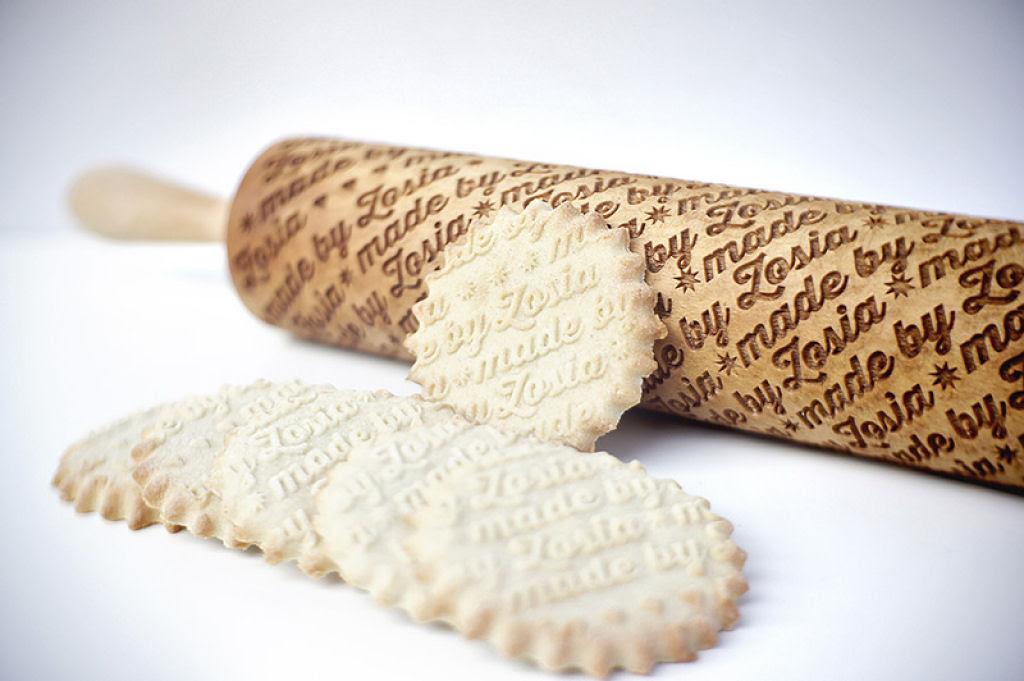 Veja este criativo rolo de madeira que imprime padrões decorativos 12