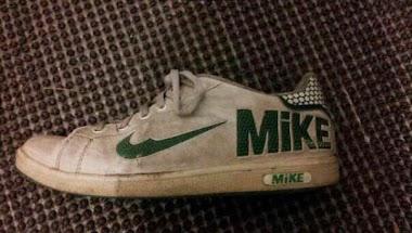 Chinese Leader Visits U. S.  Shops For Sneakers - HAHAHAHAHA!
