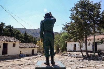 La estatua del Che en La Higuera. Foto: Lautaro Actis.