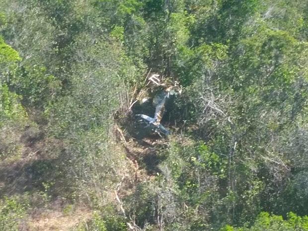 Helicóptero cai e deixa feridos em Jaguaripe, na Bahia (Foto: Graer / Divulgação)