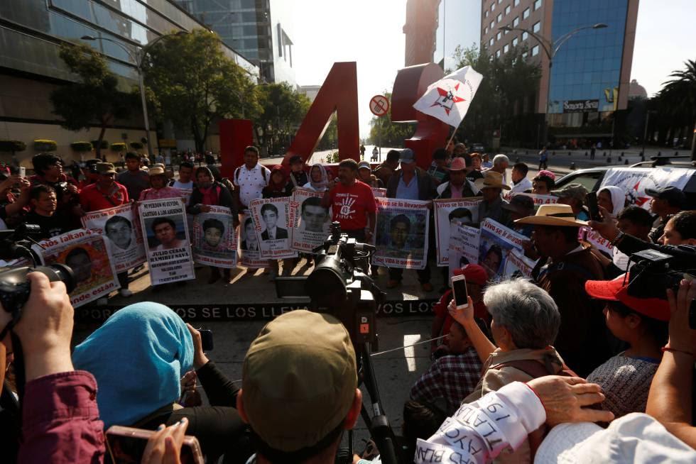 Manifestación en recuerdo de los 43 desaparecidos de Ayotzinapa, en febrero.