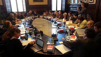 La mesa del Parlament reunida