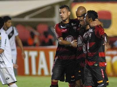 Dinei e Marquinhos se destacaram no Barradão Foto: Romildo de Jesus / Agência Lance