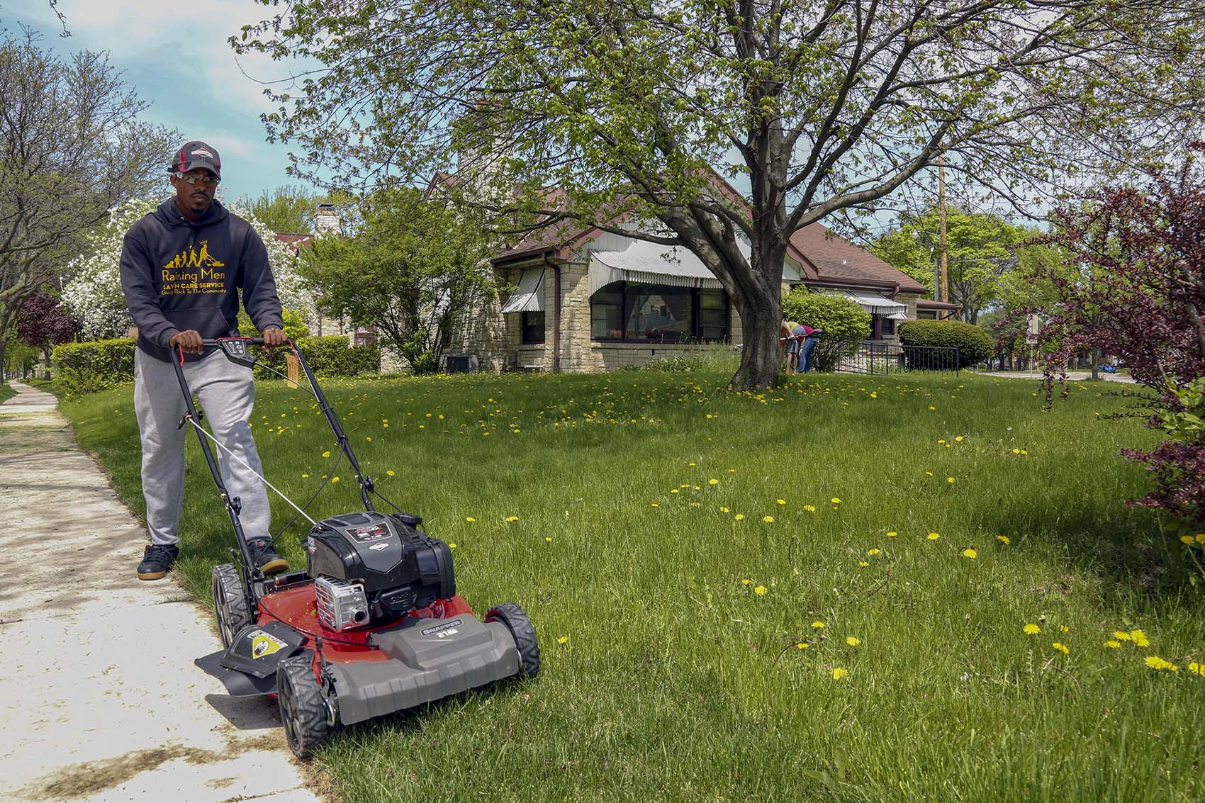 This Man Is On A Mission To Mow Lawns In All 50 States Here Now