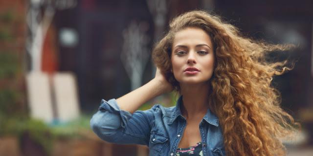4 Tecniche per Asciugare e Dare più Volume ai Capelli Ricci Roba  - come dare volume ai capelli ricci