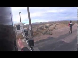 Crossing the Line At Area 51 / Un Hombre Cruza el Área 51
