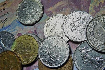 Названа устойчивая к кризису валюта