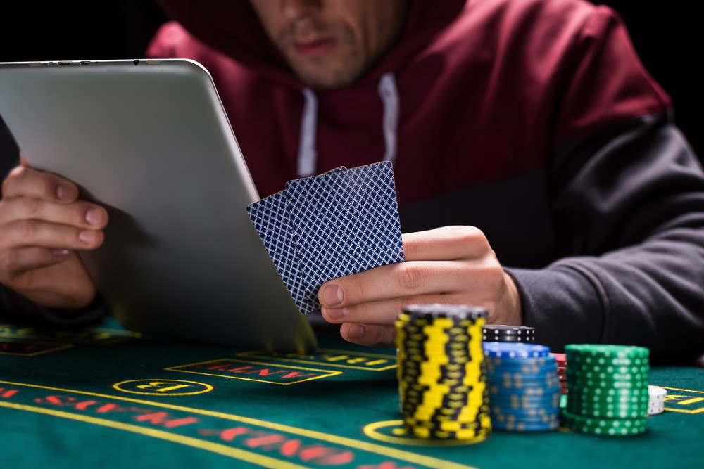 People playing live poker vs online poker player infinity slots cheat