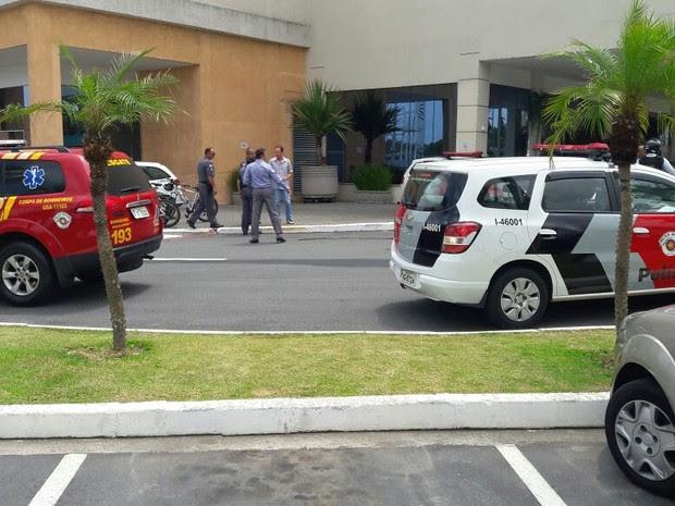 Segurança foi baleado na fuga dos assaltantes (Foto: Edgar Rocha/TV Vanguarda)