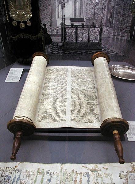 Arquivo: Köln-Tora-und-Innenansicht-Synagoge-Glockengasse-040.jpg