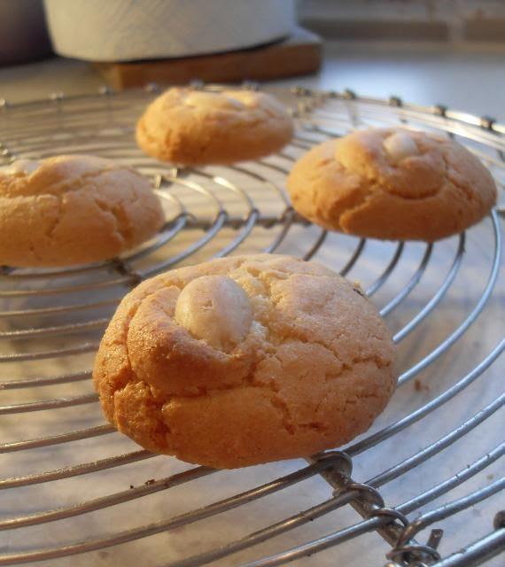 The English Kitchen: Almond Macaroons Almond Macaroons Recipe Uk