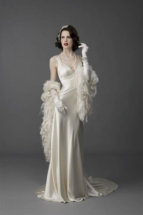 Best 25  Old Hollywood Glamour Dresses ideas on Pinterest