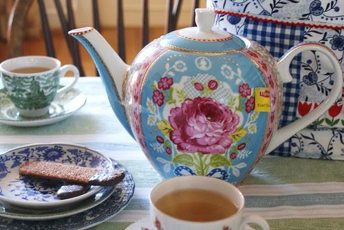 pip teapot