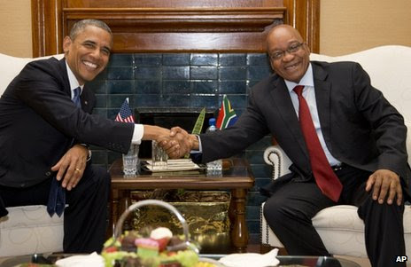 US President Barack Obama (left) shakes hands with South African President Jacob Zuma in Pretoria, 29 June