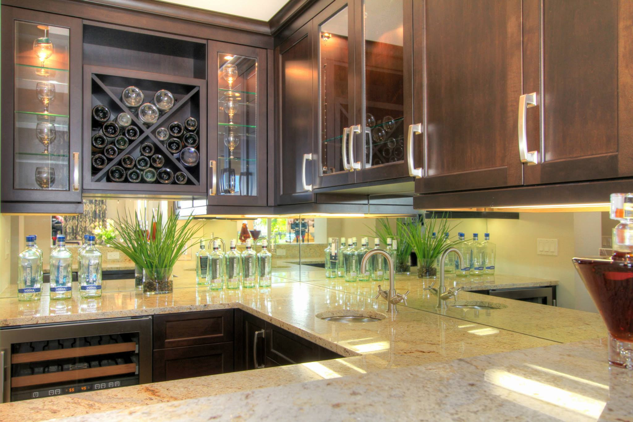 - Mirrored Kitchen Backsplash - Misli Poklave
