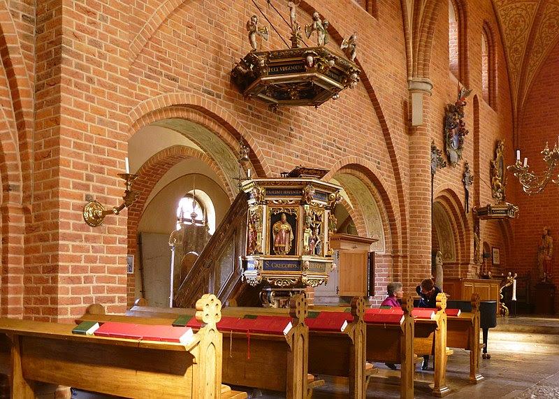 Skoklosters kyrka predikstolen 2013.jpg