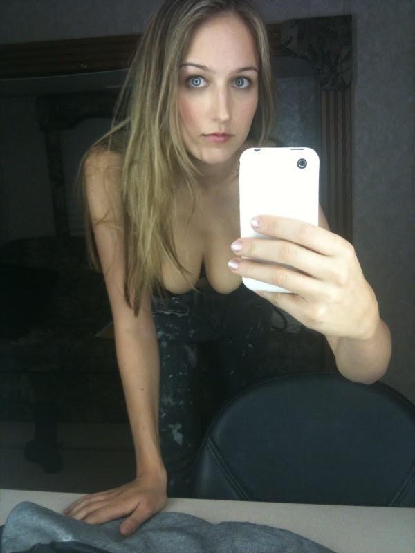 celebritiesuncensored:  Leelee Sobieski Selfie