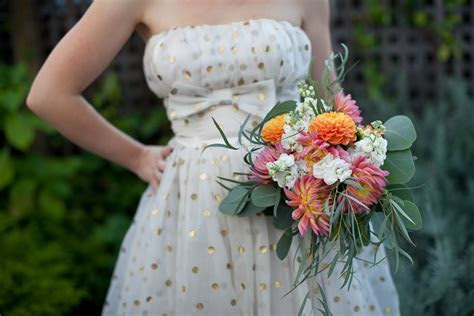 Cheap Wedding Bouquets with Grocery Store Flowers   A