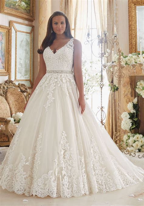 11 Designer Wedding Dresses in Extended Sizes that We're