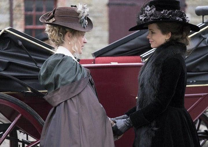 Kate Beckinsale y Chloë Sevigny en 'Love and Friendship'