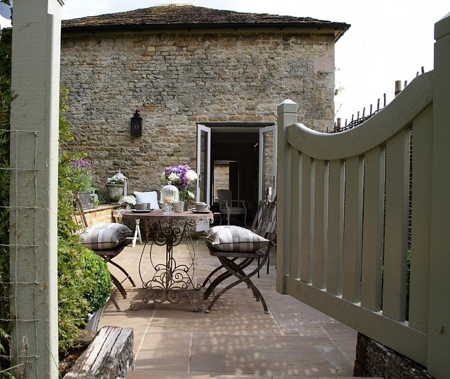 Shabby and charme a stamford un romantico cottage french for Cottage vecchio stile