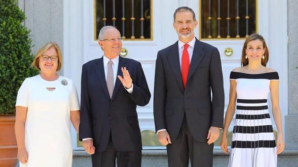 La primera dama Nancy Lange y el presidente Pedro Pablo Kuczynski con el rey Felipe VI y la reina Letizia.