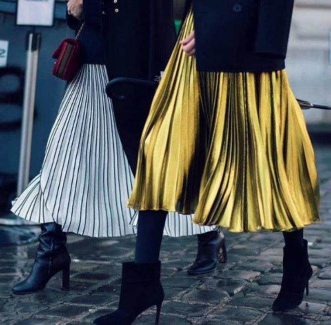 Tỏa sáng rạng ngời xuống phố hai ngày cuối cùng của năm với những thiết kế chân váy ánh kim siêu bắt mắt - Ảnh 8.