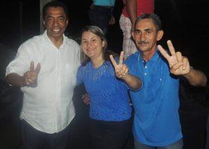 Da direita para a esquerda: o deputado federal Damião Feliciano(PDT-PB), a prefeita eleita e atual vice-prefeita de Marcação (PB) Eliselma Oliveira (Lili) e seu vice, o ex-vereador Regis da Aldeia
