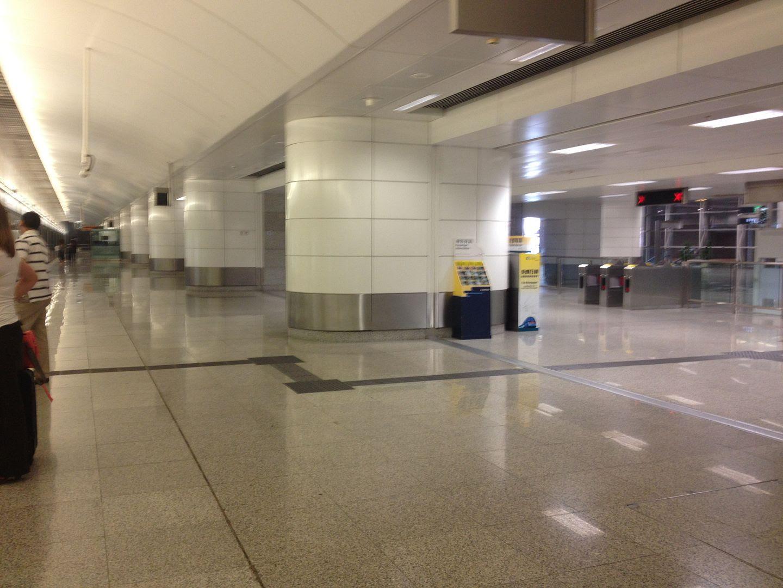 Hong Kong Train to Airport Station photo 2013-10-03153044_zps344b6bc7.jpg