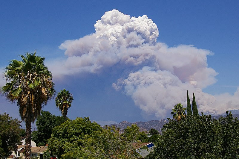 http://upload.wikimedia.org/wikipedia/commons/thumb/4/4f/Pyrocumulus_Cloud_Station_Fire_082909.jpg/800px-Pyrocumulus_Cloud_Station_Fire_082909.jpg