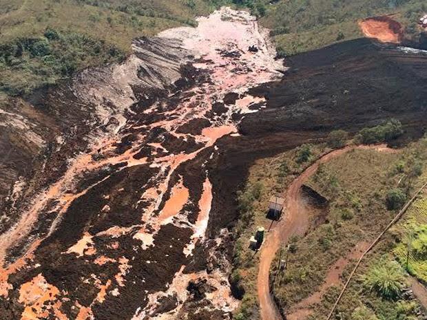 Segundo Corpo de Bombeiros, trabalho de resgate no local do acidente é complexo (Foto: Divulgação/Corpo de Bombeiros)