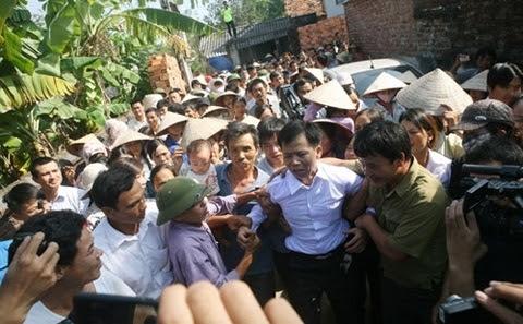 Ông Chấn, làm nhục, trại giam, làm việc, tố cáo