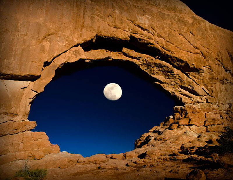 http://twistedsifter.com/2013/02/moon-north-window-arches-national-park/