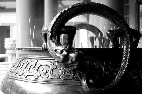 Dragons on an urn